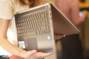 Laptop xoay gập 360 độ về Việt Nam, giá 12,9 triệu đồng